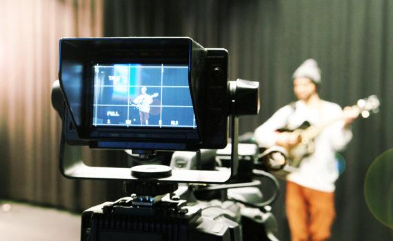 spaetschicht.tv live Aufnahme von Musiker Hanno an der Uni Passau