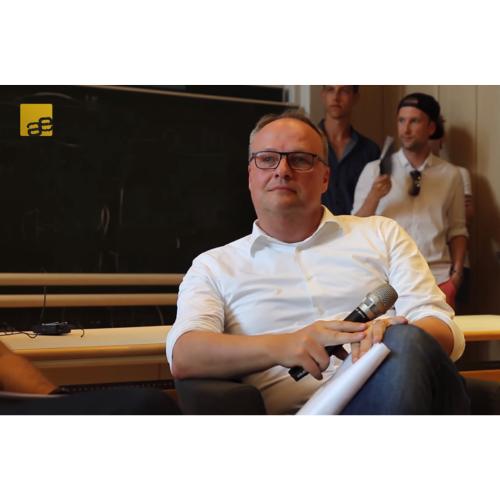 Im Laufe der Zeit hatten wir einige spannende Gäste vor unserer Kamera. Das Interview mit Oliver Welke, der uns im Sommer 2017 besucht hat, ist unser meist geklicktes Video.