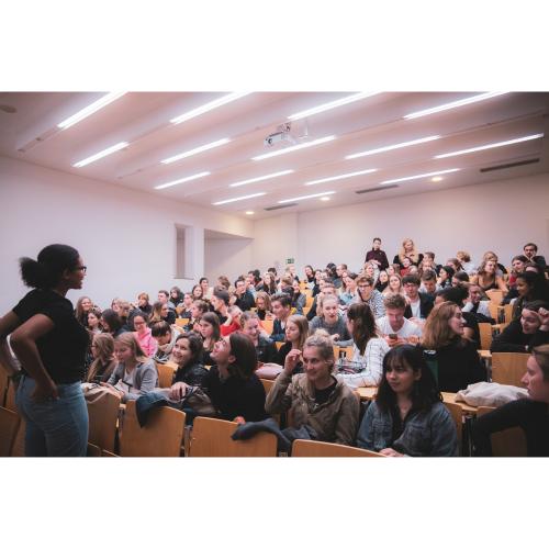 Mit der Anzahl der Sendungen wuchs auch die Anzahl unserer Mitglieder. So waren wir im Wintersemester 2019/20 die größte Hochschulgruppe der Universität, sodass wir sogar einen Hörsaal für unsere Sitzungen bekamen.